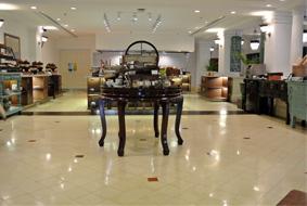 ラッフルズホテルのカフェにて朝食